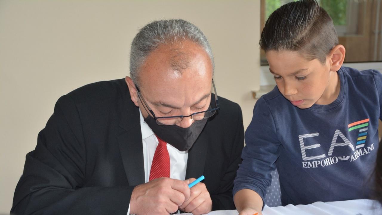 Министър Донев: Децата ни учат как да бъдем по-добри хора