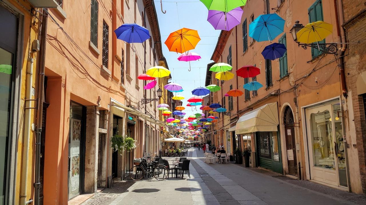 Италия отваря баровете и ресторантите на закрито; Естония отменя носенето на маски в помещения