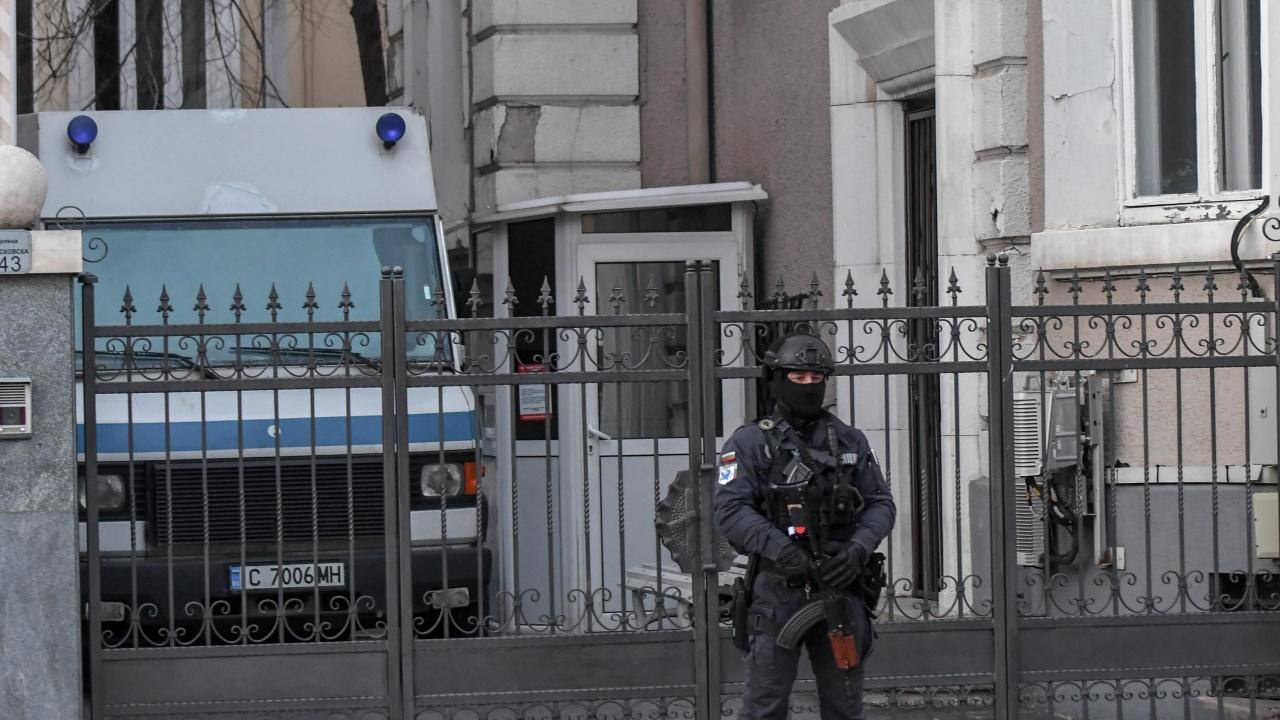 """Акция в Главна дирекция """"Национална полиция"""", висш полицай близък до Божков, участвал в престъпна група за търговия с антики"""