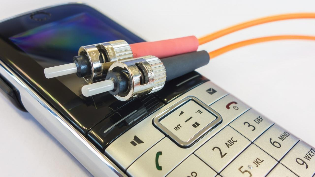 Експерт по киберсигурност: Няма как сами да разберем дали телефонът ни е подслушван