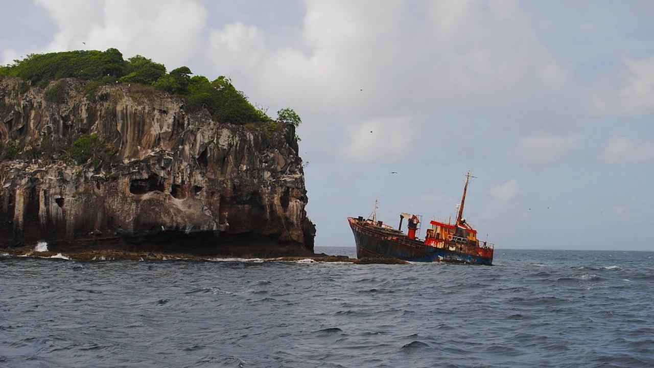 Кораб с химикали потъва край Шри Ланка