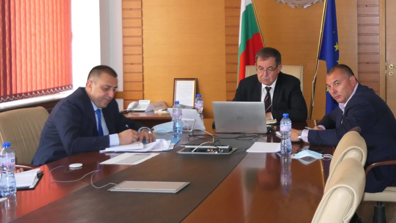 """Министър Бозуков: Експертна работна група с участие на представители на научните среди ще подпомага развитието на сектор """"Пчеларство"""""""