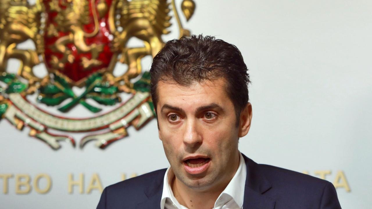 """Министърът на икономиката: Фактите в посока """"Булгартабак"""" и """"Техномаркет"""" сочат за връзка между Пеевски и ББР"""
