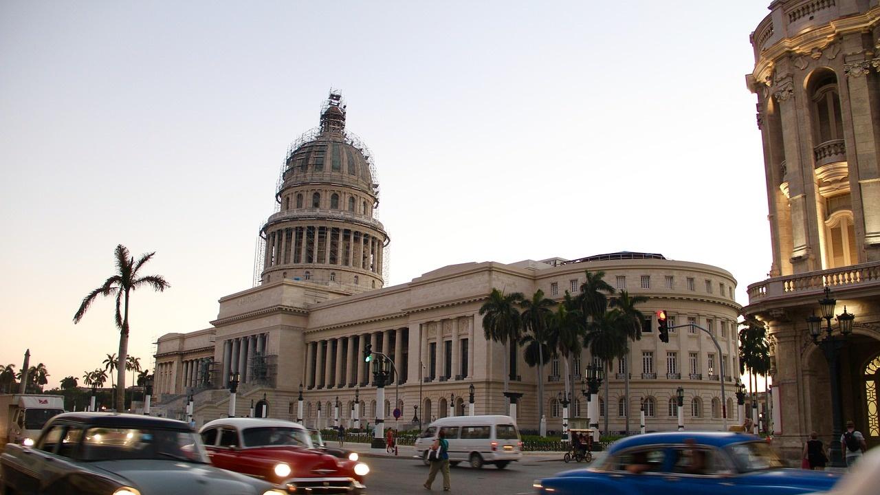 Куба разрешава малки и средни предприятия