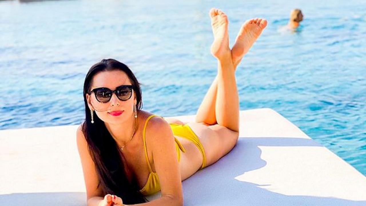 Наталия Кобилкина показа перфектно тяло по бански