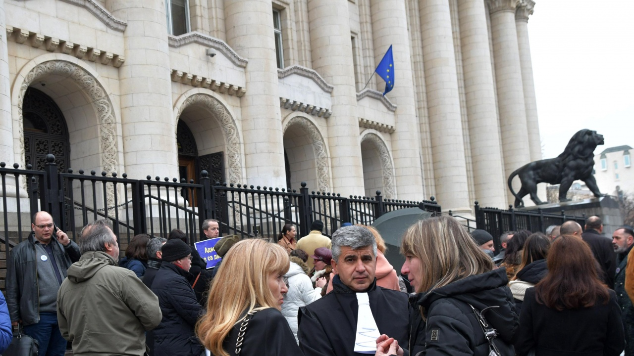 Столичните адвокати излизат на мълчалив протест