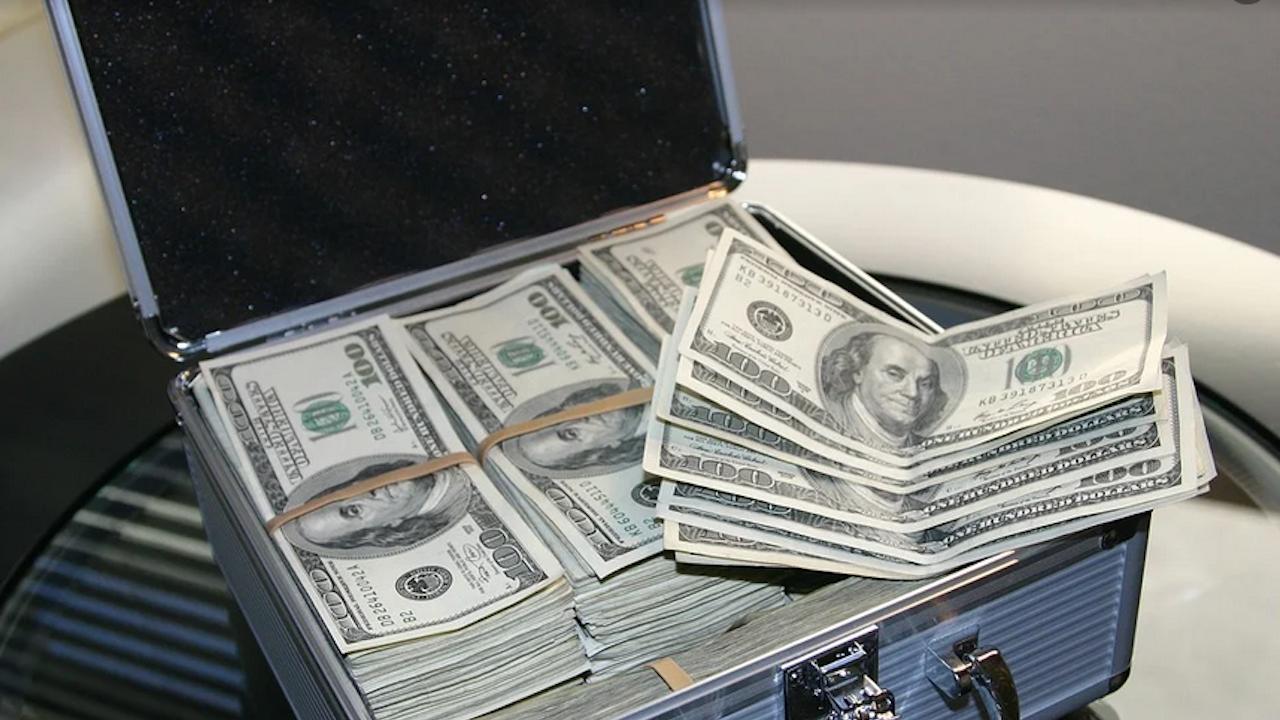 Украйна прие закон, който криминализира укриване на богатство от чиновници
