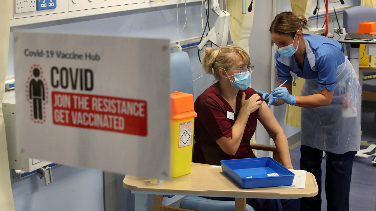 Великобританияще е първата голяма държава сколективен имунитет срещу COVID-19