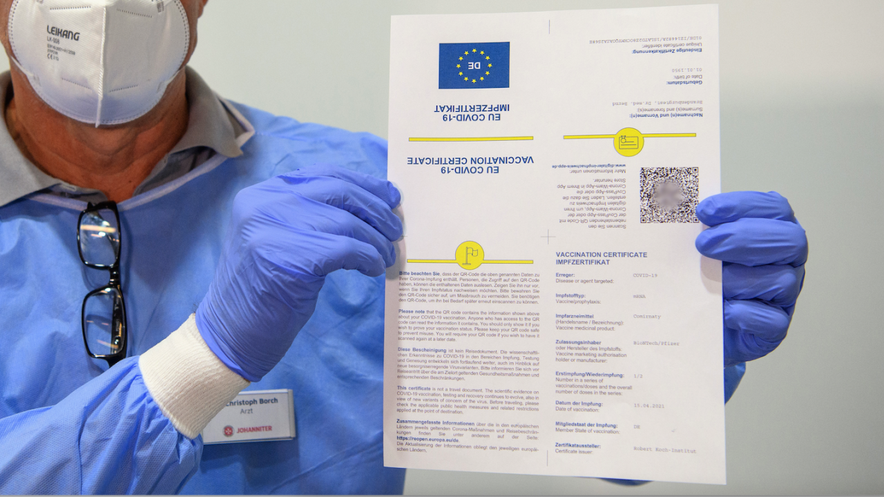 Новите ваксинационни сертификати вече са достъпни