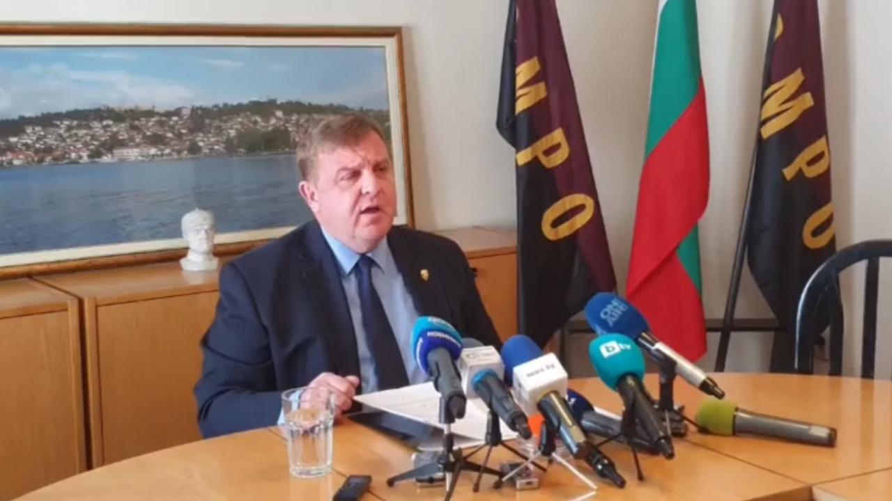 Каракачанов отговори на служебния военен министър: Приятно ровене в МО