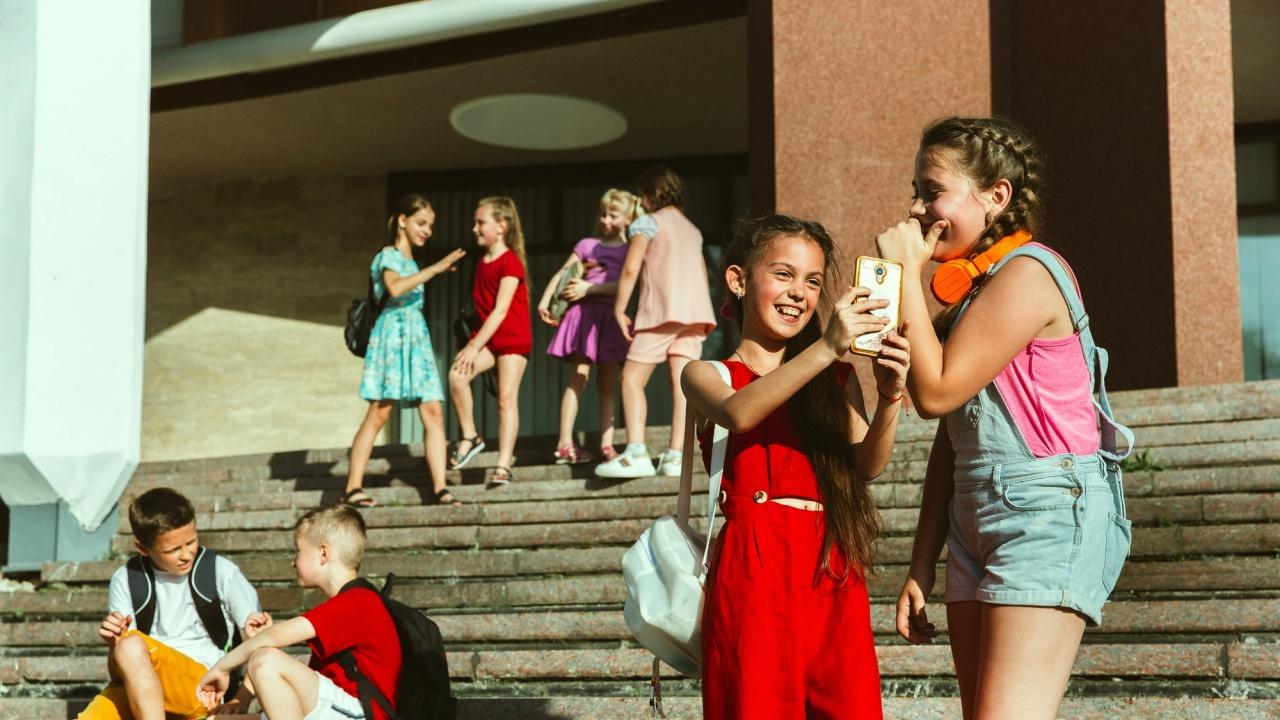 МОН даде насоки относно подбора на учениците за летните пътувания