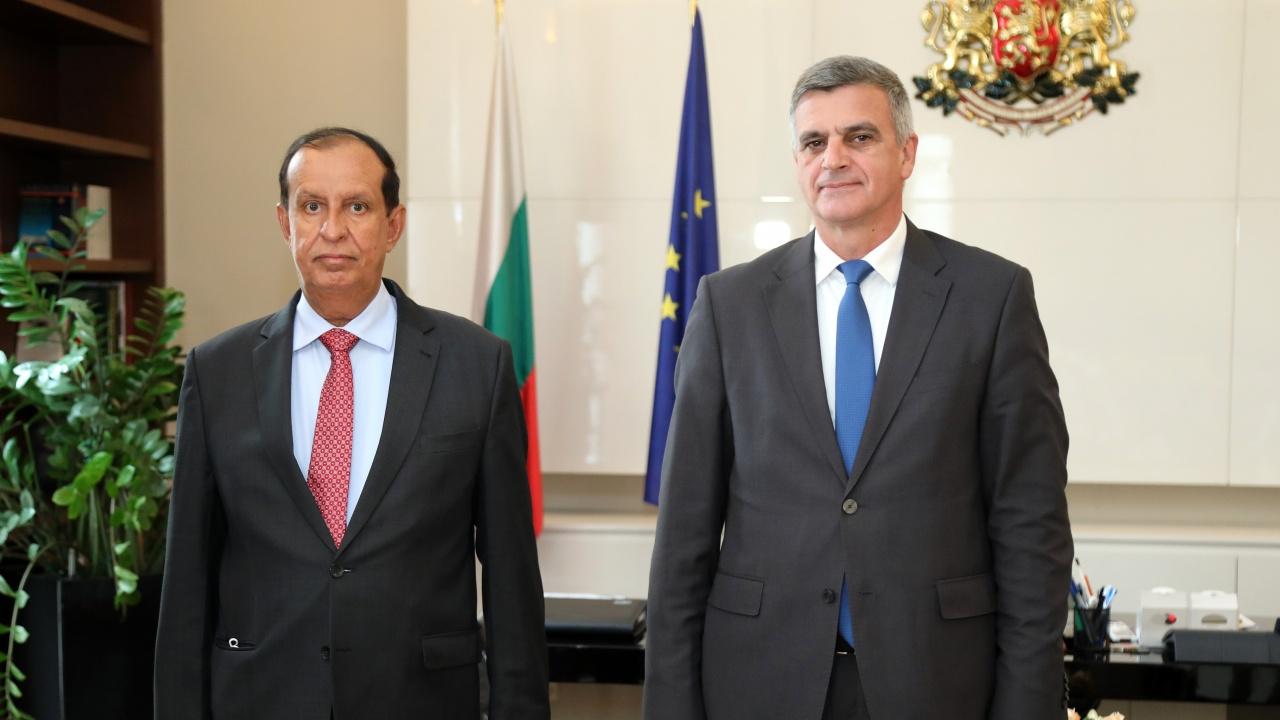 Стефан Янев проведе среща с посланика на Обединените арабски емирства Султан Рашид Алкайтуб Алнуайми