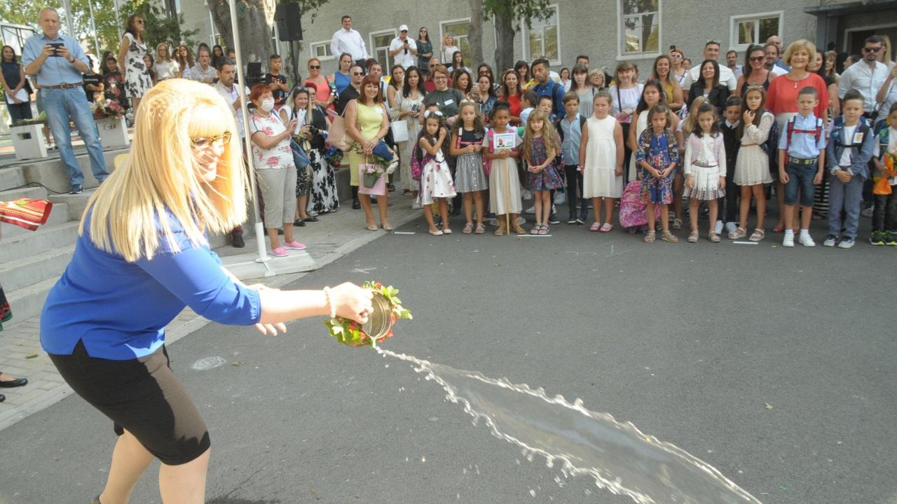 Приеха 10 069 деца в първи клас в София