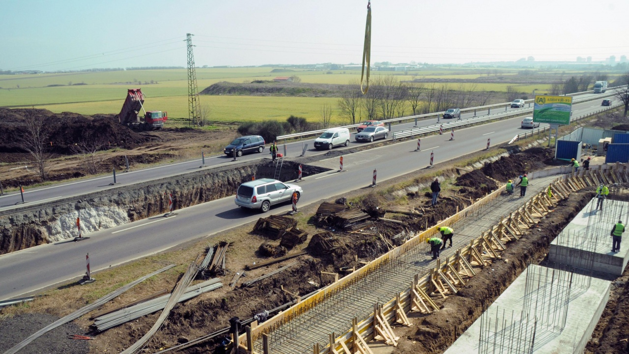 МРРБ търси начини да разплати над 600 млн. лв. на строителни фирми