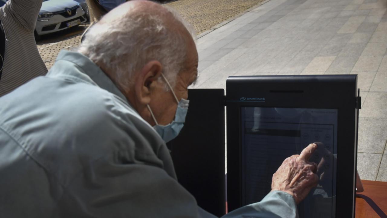 ЦИК организира днес в София експериментално гласуване с машини