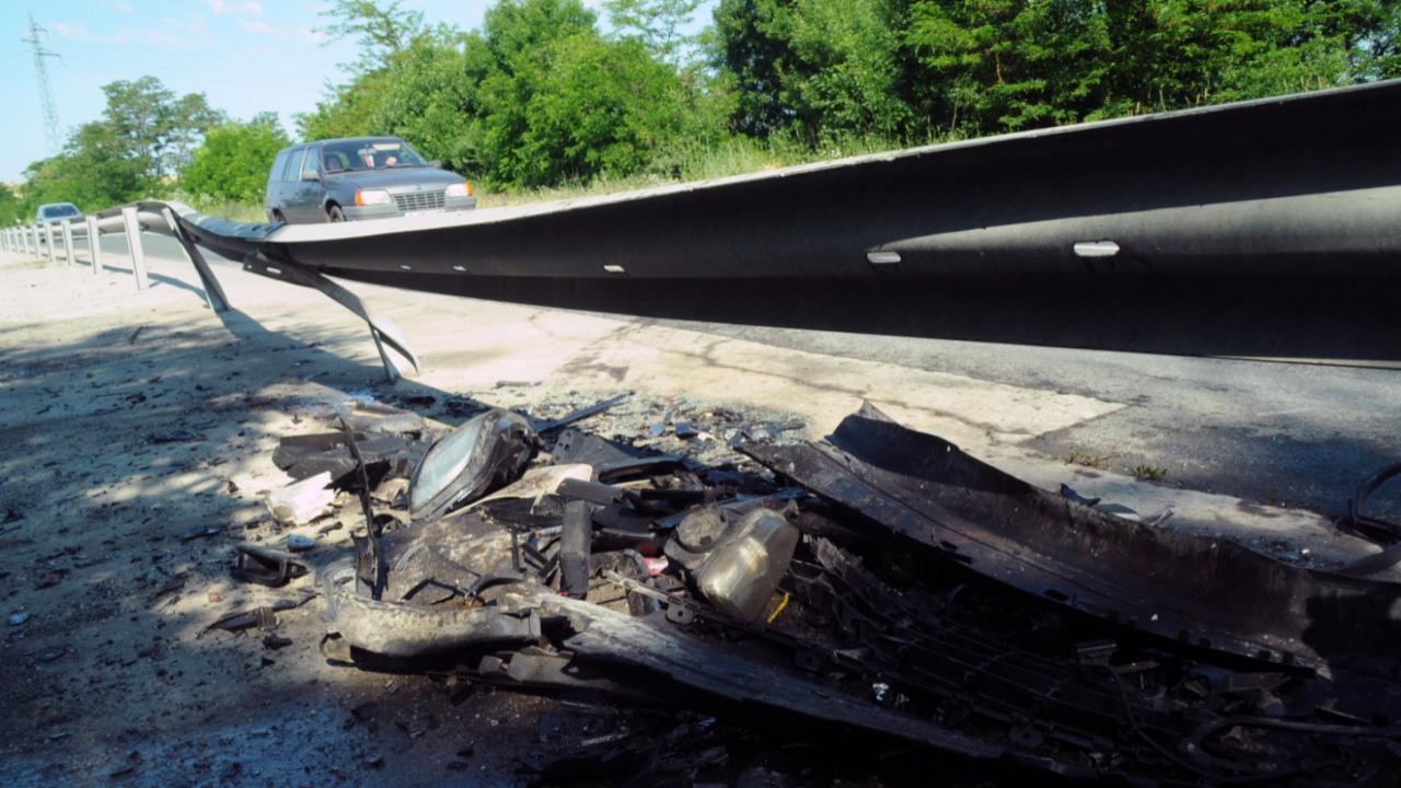 Тежка катастрофа с жертва и ранени на пътя Бургас-Елхово