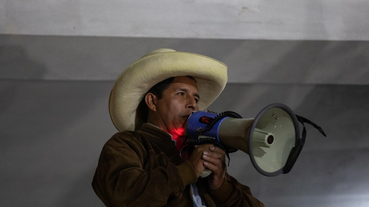 Левият кандидат за президент на Перу Педро Кастильо призова привържениците си да излязат на улиците