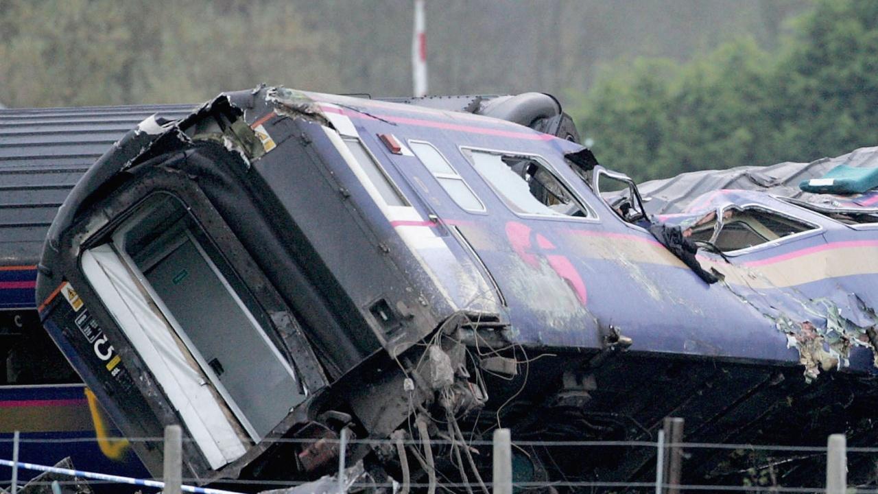Най-малко 35 са загиналите при влаковата катастрофа в Южен Пакистан