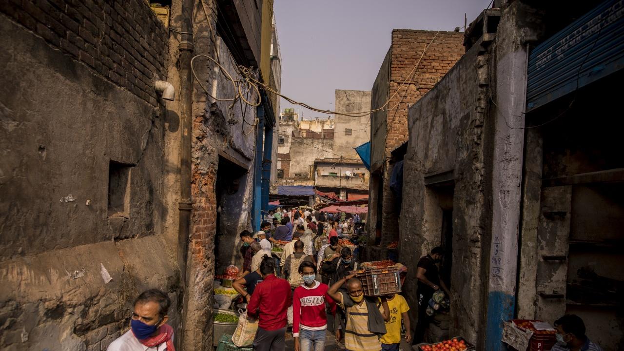 Индия започва предпазливо отваряне при спад на новите случаи