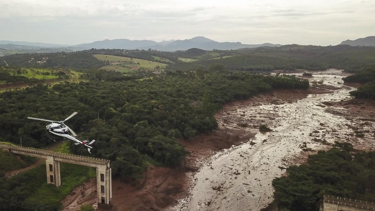 Най-малко 17 души загинаха при наводнения и свлачища в Шри Ланка