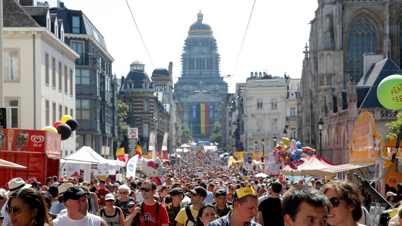 Брюксел сваля маските на открито от сряда