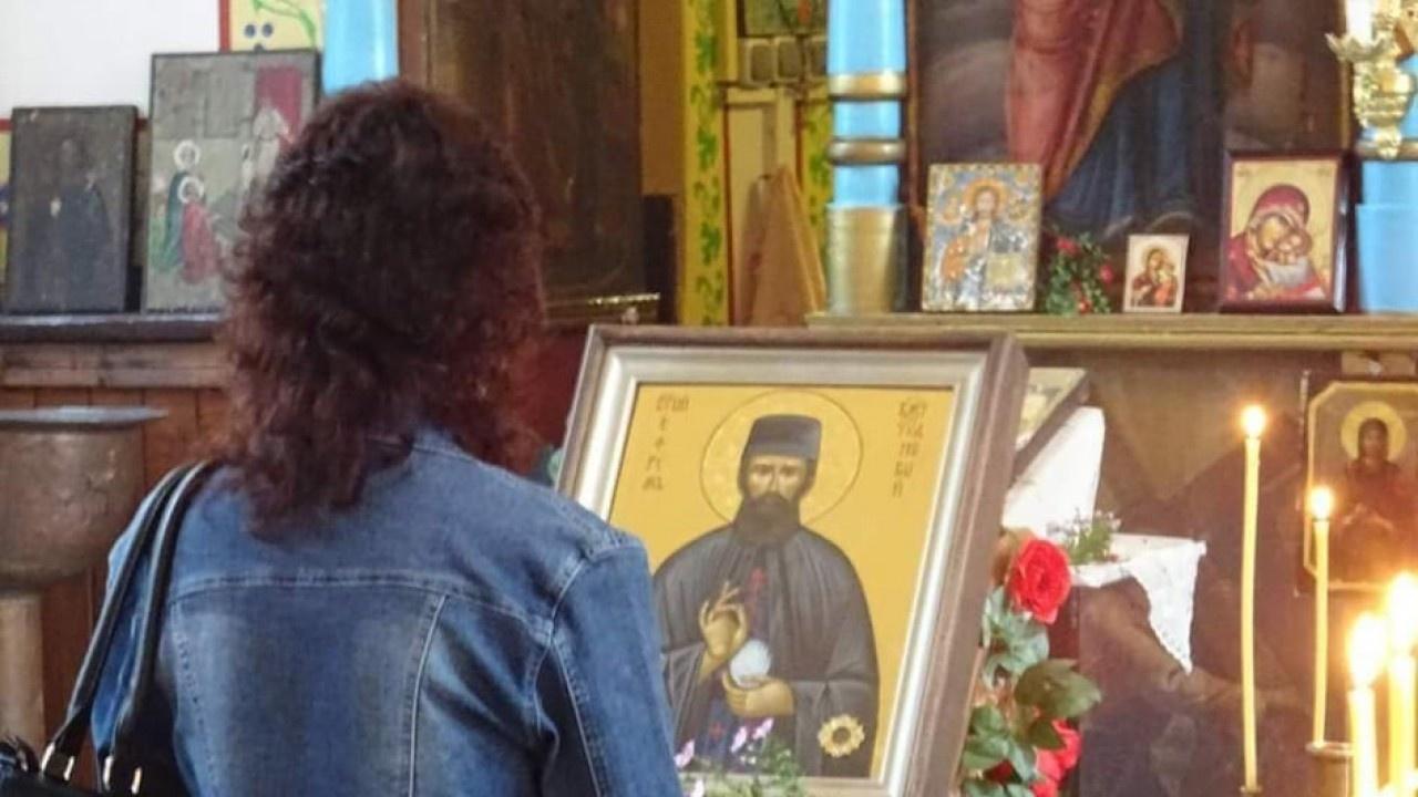 Икона с чудотворните мощи на св. Ефрем Нови пристига в Ямбол