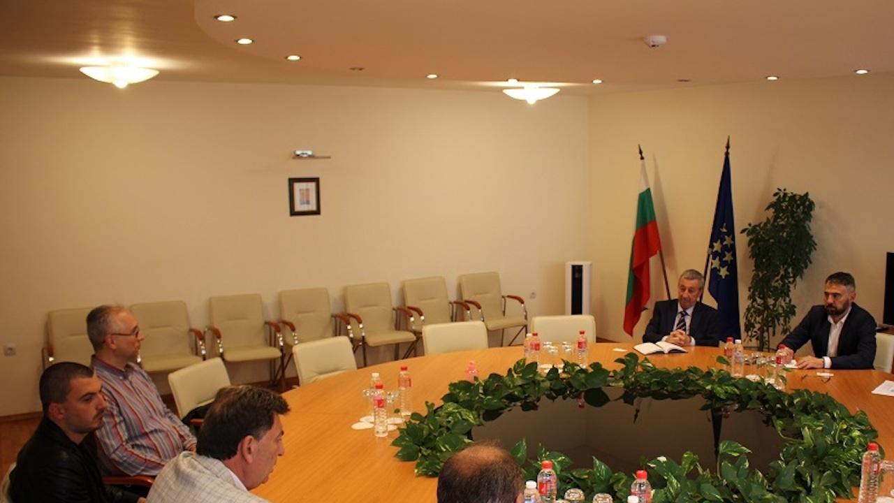 """Служебният министър на енергетиката обсъди със синдикат """"Защита"""" варианти за работата на """"Марица изток"""""""
