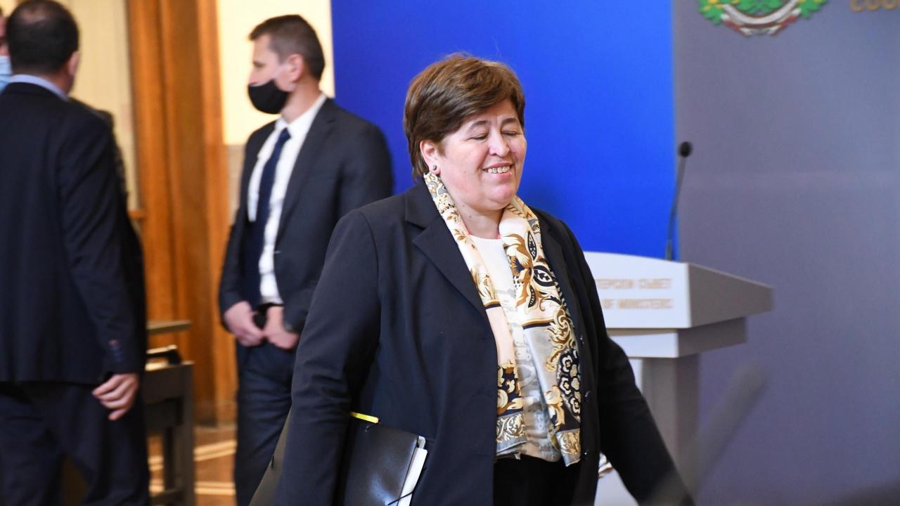 Министър Стела Балтова ще проведе среща в Бургас за готовността за летния туристически сезон