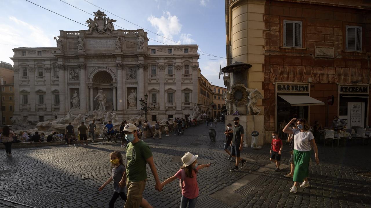 Италия регистрира най-нисък брой заразени с COVID от 15 септември насам