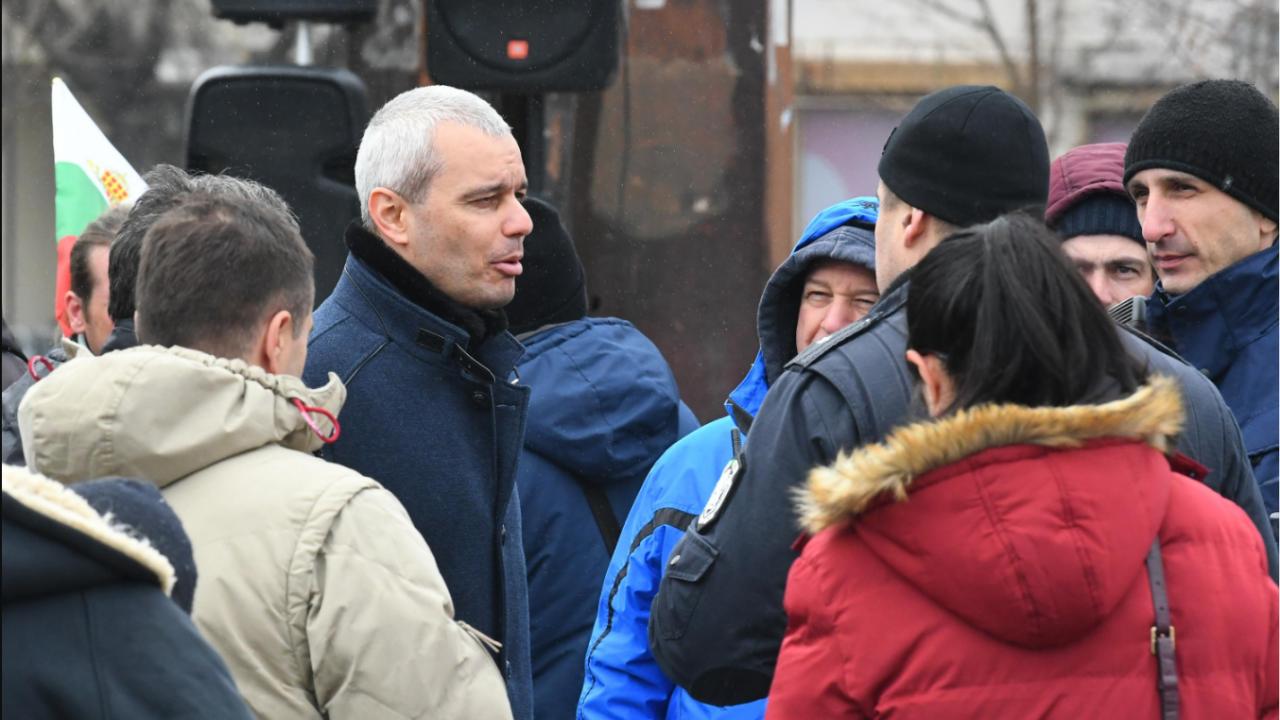 """Активисти на """"Атака"""" в Перник влязоха в листите на """"Възраждане"""""""