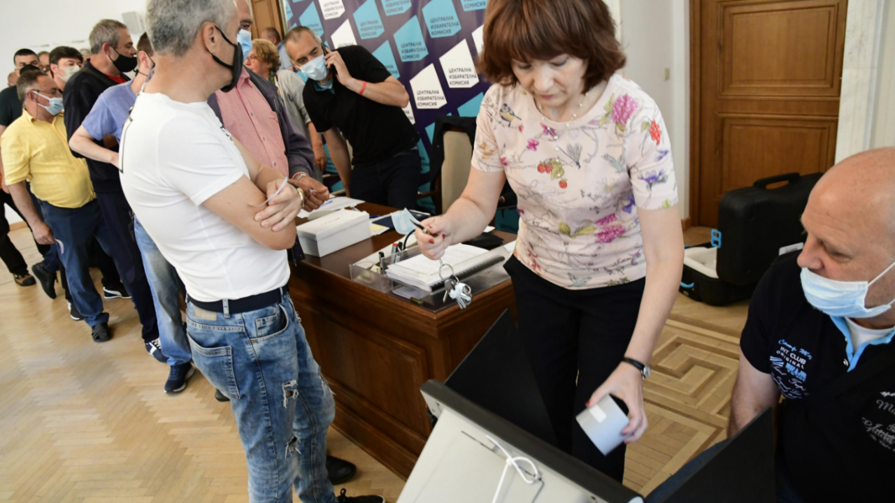 Стоил Цицелков: Гласуване с машини в чужбина няма да има