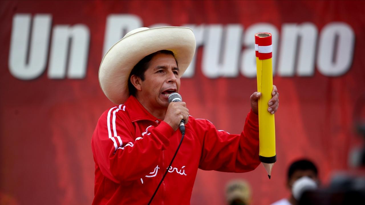 Левият Педро Кастильо с преднина на президентския вот в Перу