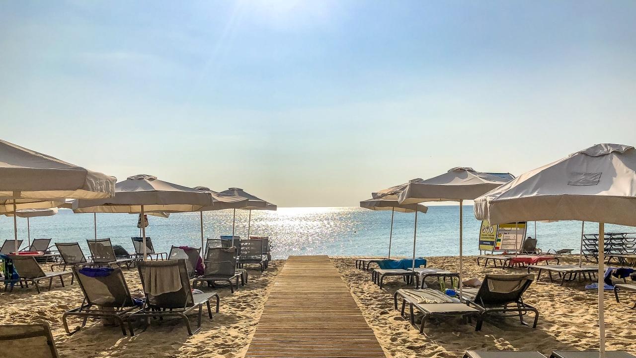 Къде по морето у нас ще са безплатни чадърите и шезлонгите