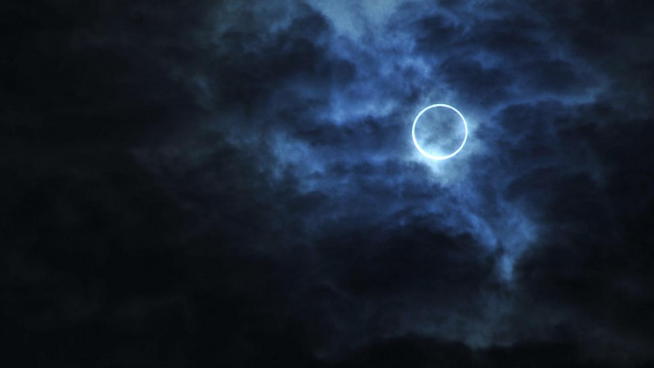 Новолуние и пръстеновидно слънчево затъмнение