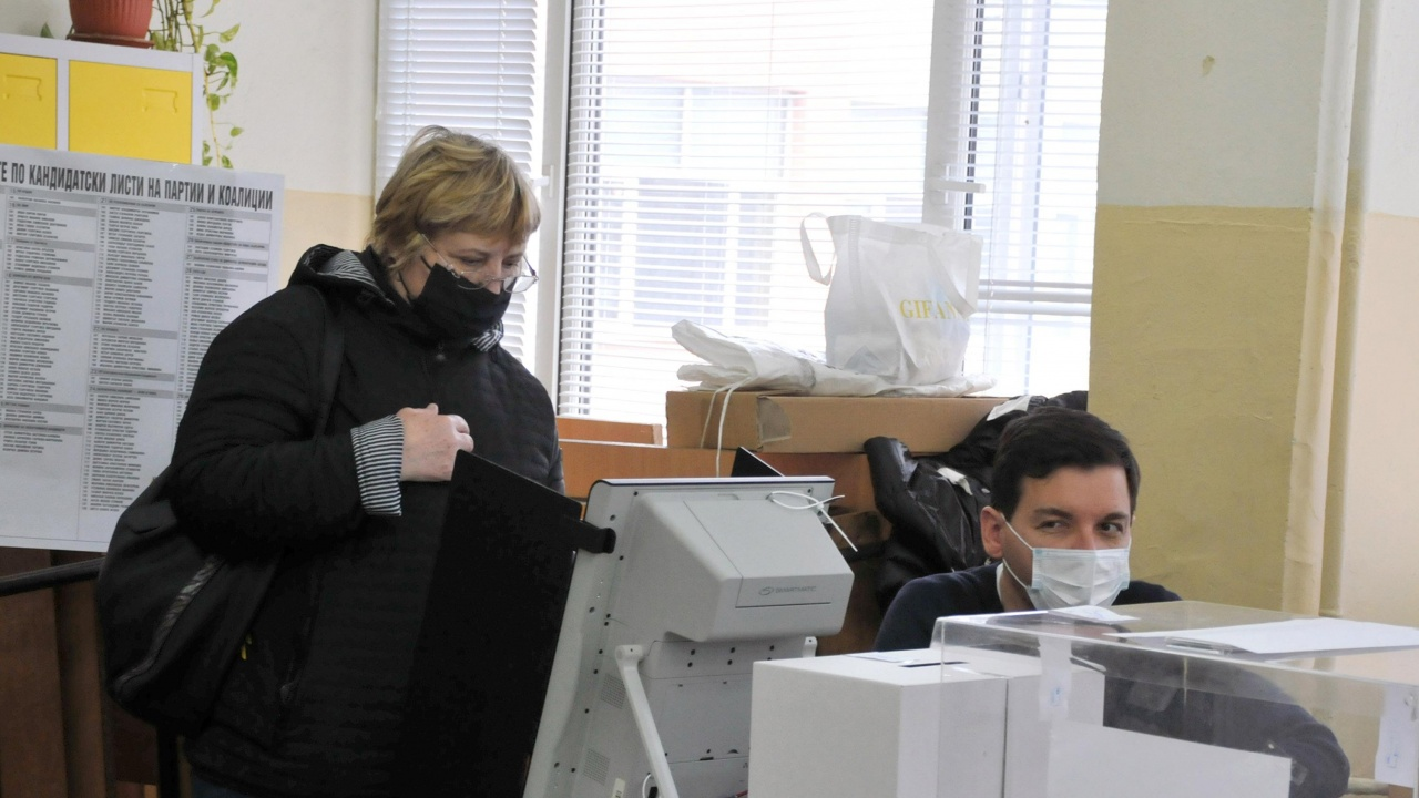Мартин Димитров: Трябвавнимателно да бъдат одитирани машините за гласуване