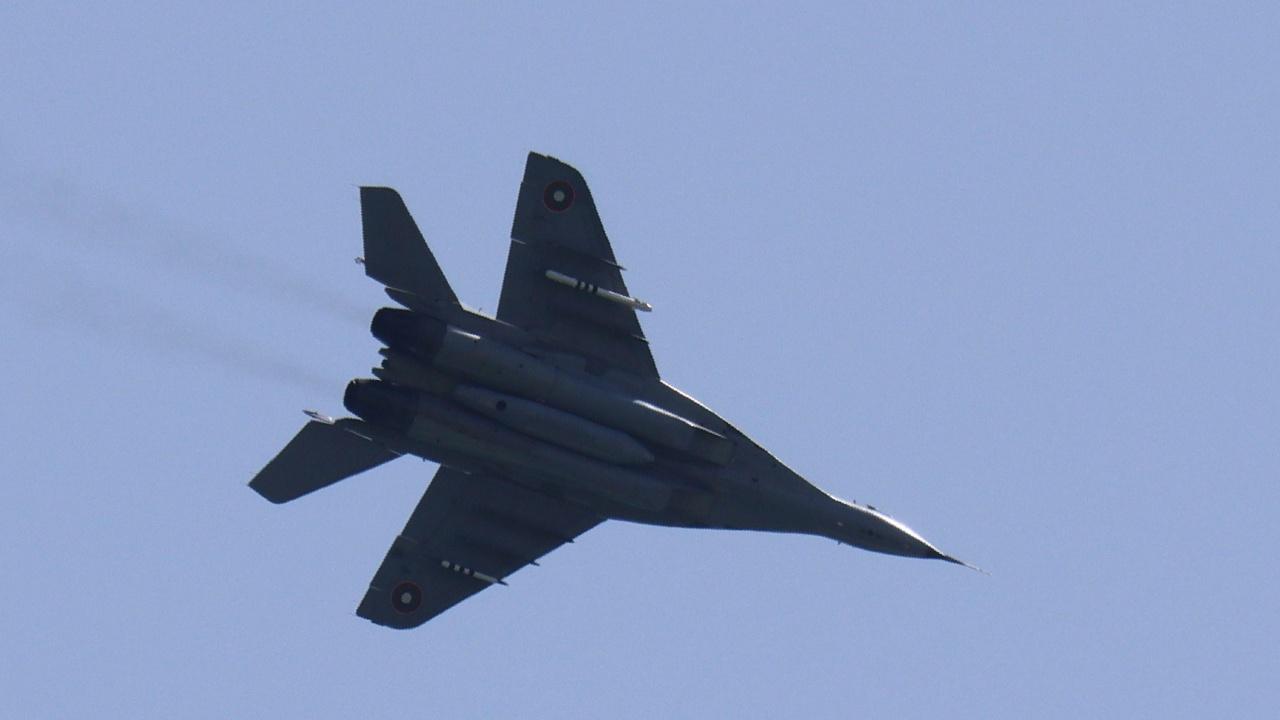 Локализиран е районът, в който е паднал МиГ-29. Намерена е спасителната жилетка на пилота