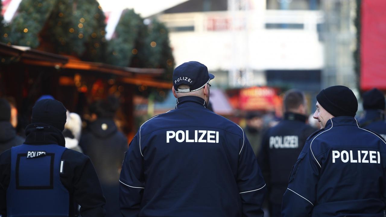 Германски полицаи са заподозрени в разпространение на неонацистка пропаганда