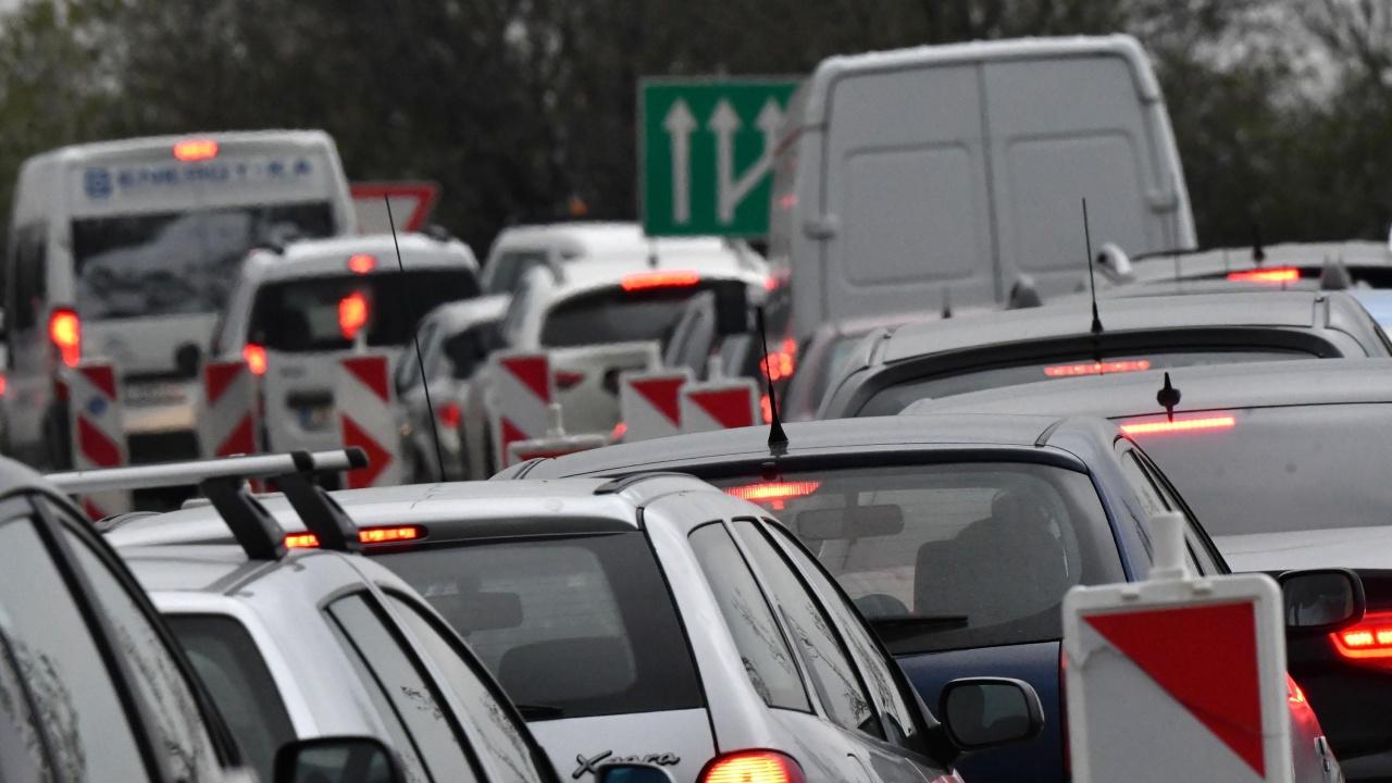 "Ограничават движението в участък на магистрала ""Тракия"""