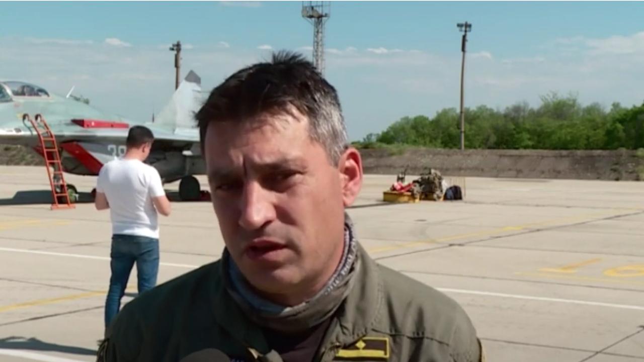 Военният пилот майор Валентин Терзиев е отличен професионалист, категорични са неговите колеги