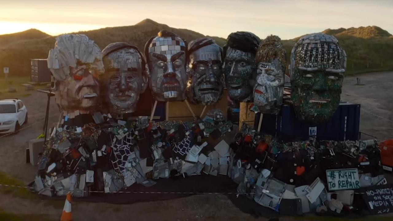 Направиха скулптура с лидерите на Г-7 от електронни отпадъци