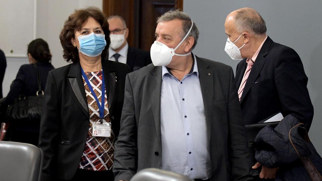 Колеги на проф. Кантарджиев са непреклонни - настояват за връщането му