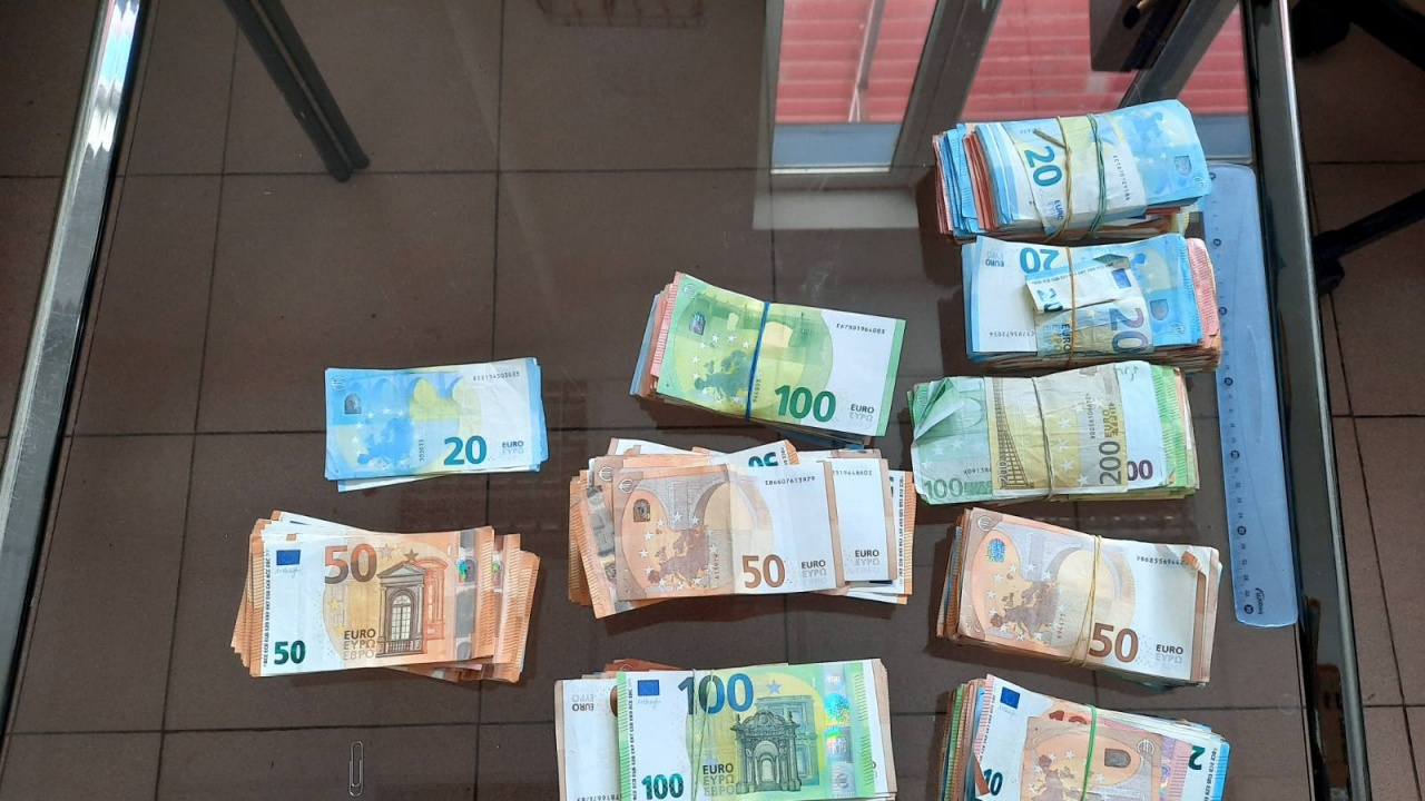 Спипаха недекларирани 100 000 евро в ТИР с шоколадови изделия
