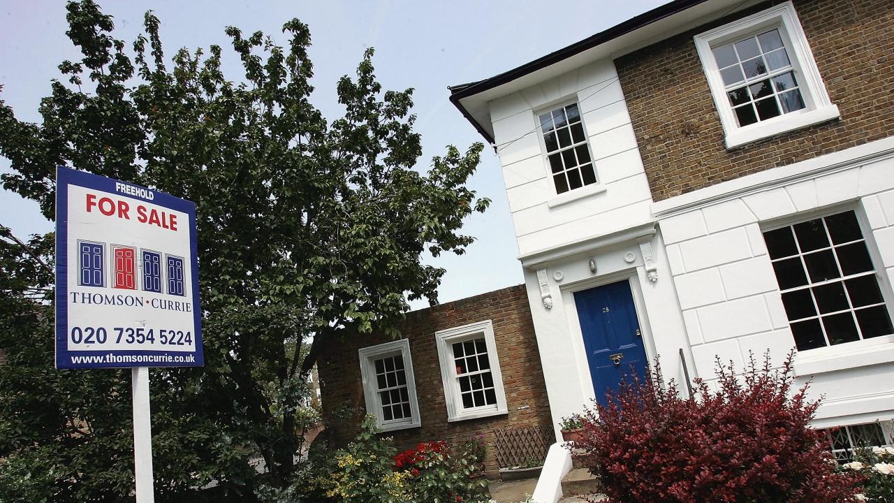 Британските жилищни цени продължават да нарастват с оглед силното търсене