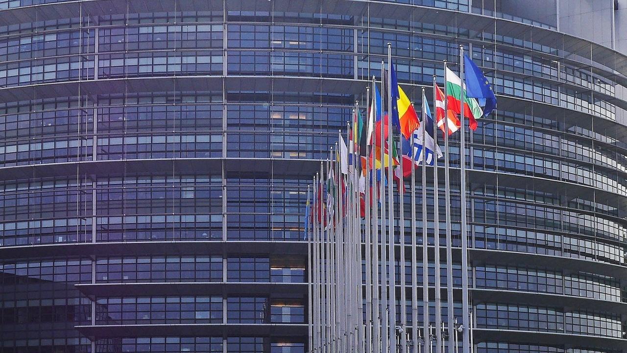 ЕП притиска ЕК да предприеме бързо действия срещу нарушителите на законността