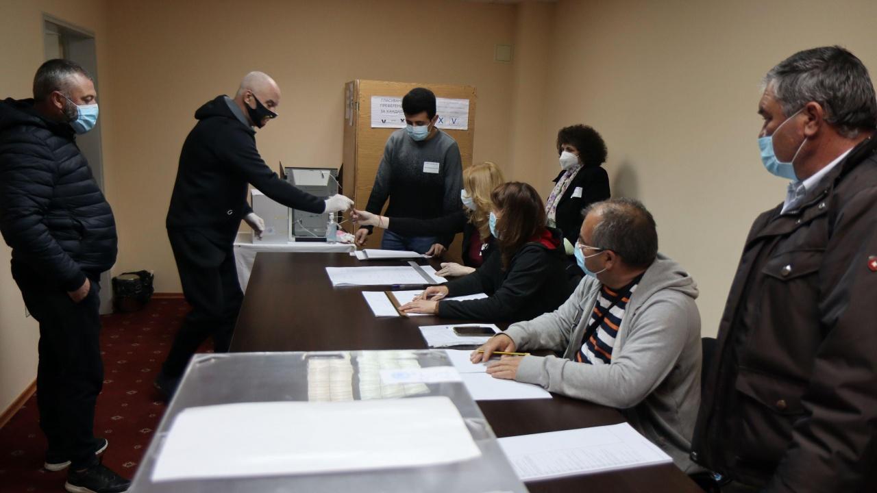 Ромски лидери, инфлуенсър и гимнастичка - необичайните кандидати в листите