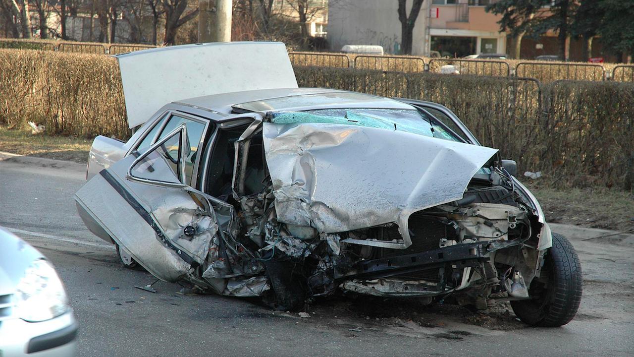 Двама души загинаха на пътя за денонощието
