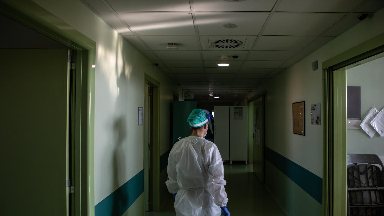 Още 15 жертви на COVID в България. Сред починалите е и 32 г. жена без заболявания