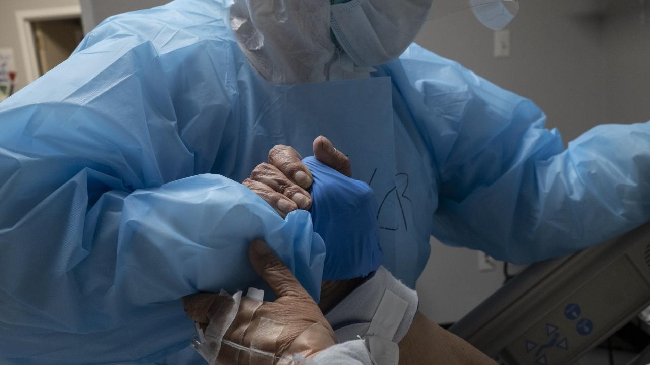 Възрастна жена с коронавирус почина в Смолян