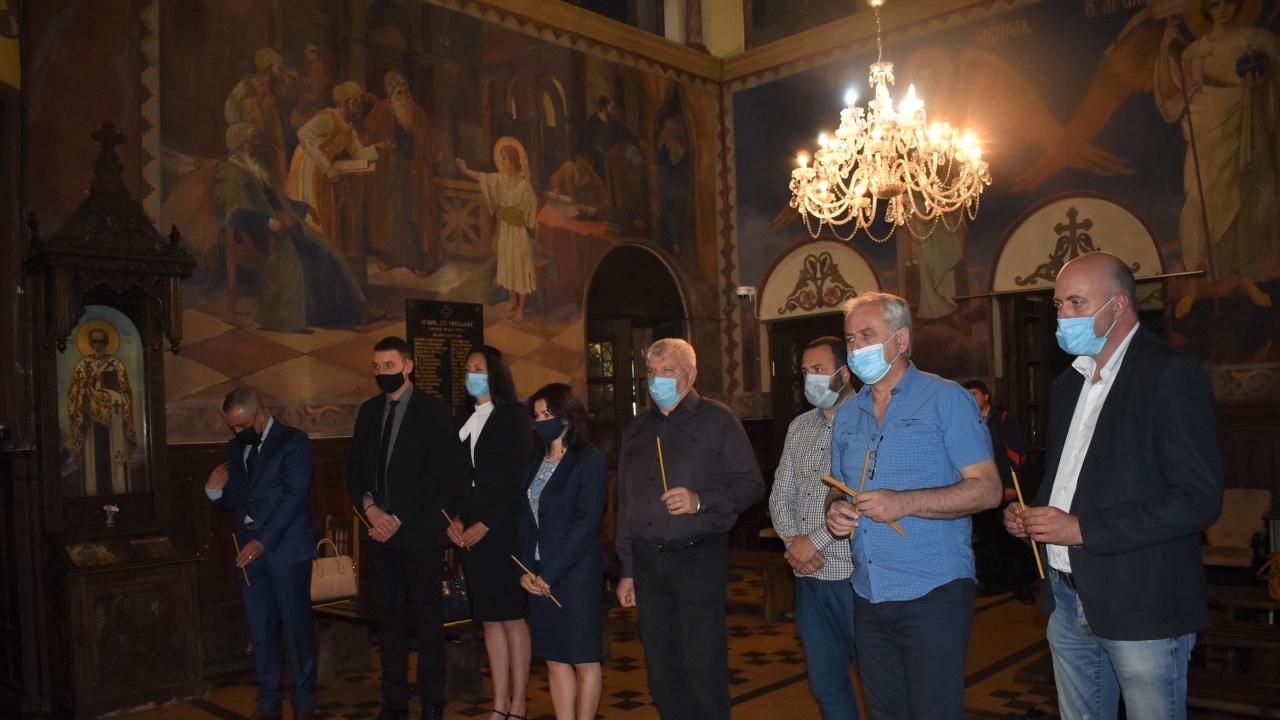 """С водосвет в храм """"Св. Николай Мирликийски Чудотворец"""" стартира предизборната кампания на ГЕРБ-СДС във Видин"""