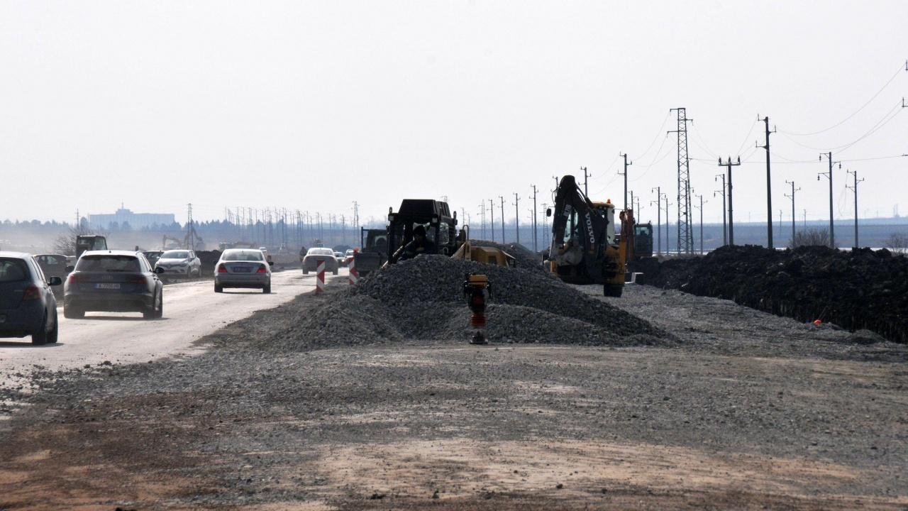 В област Плевен с инвестиция от 7,8 млн. лв. до края на юли се ремонтира пътят Гулянци-Долна Митрополия